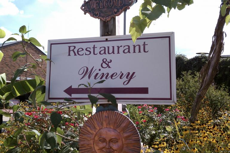 Vinoklet Winery and Restaurant Photo #7