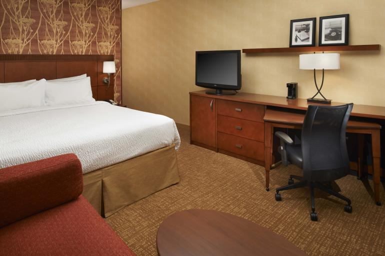 Courtyard by Marriott Blue Ash Photo #2