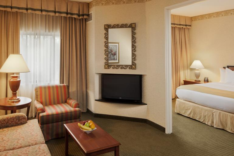 DoubleTree Suites by Hilton Cincinnati Blue Ash Photo #1