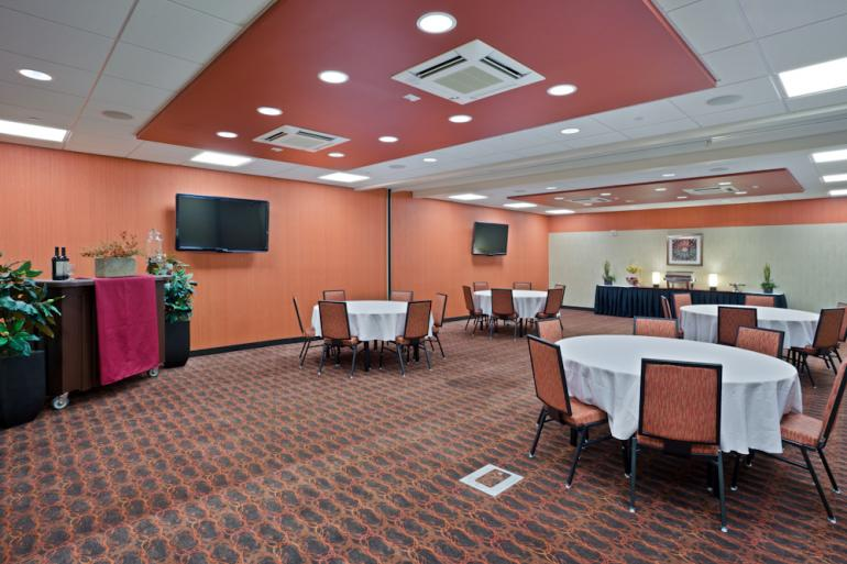 Hampton Inn and Suites Uptown University Area Photo #12