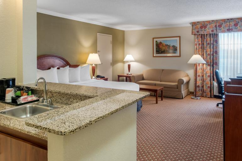 Quality Hotel Cincinnati Blue Ash Photo #3