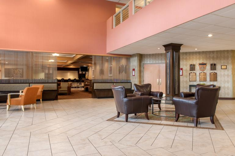 Quality Hotel Cincinnati Blue Ash Photo #9