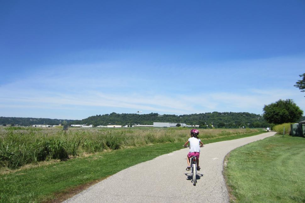 Lunken Airport Bike Path (photo: Katie Scheper)