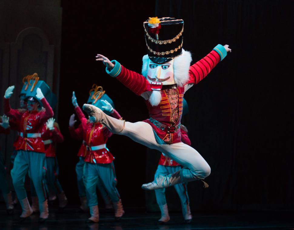 Cincinnati Ballet, Frisch's Presents The Nutcracker (photo: Peter Mueller)