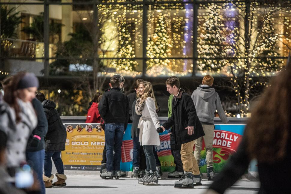 Couple ice skating on the Fountain Square Ice Rink (photo: CincinnatiUSA.com)