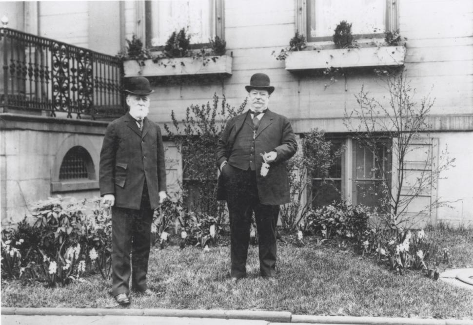 Charles and William Howard Taft in front of the Taft Museum of Art, 1907 (Photo: Taft Museum of Art)