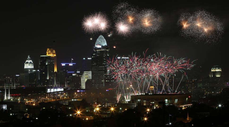 Western & Southern/WEBN Fireworks presented by Cincinnati Bell at Riverfest (photo: Amanda Davidson)