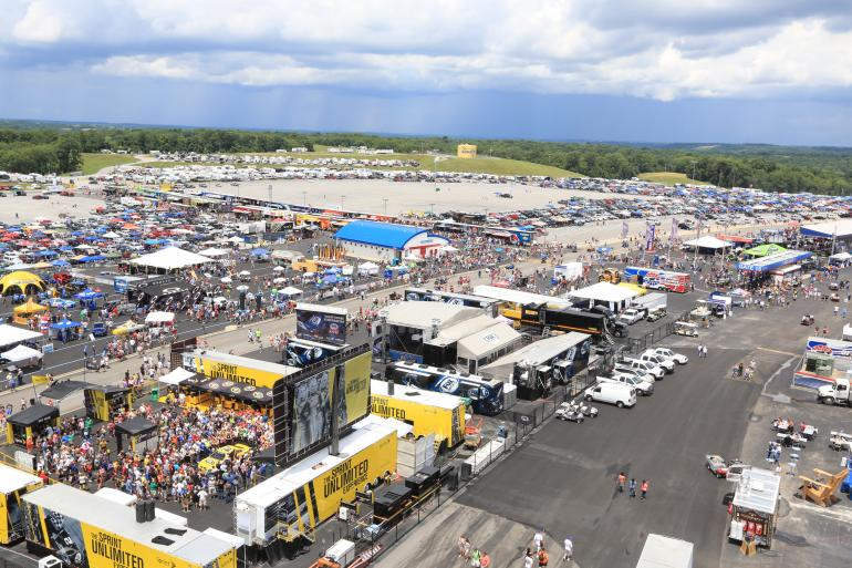 Monster Energy NASCAR Cup Series: Quaker State 400 Photo #2