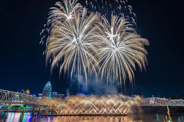 Western & Southern / WEBN Fireworks at Riverfest Photo #0