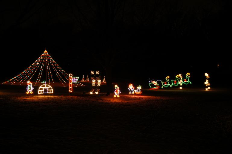 Walk and Wine at Holiday in Lights Photo #4