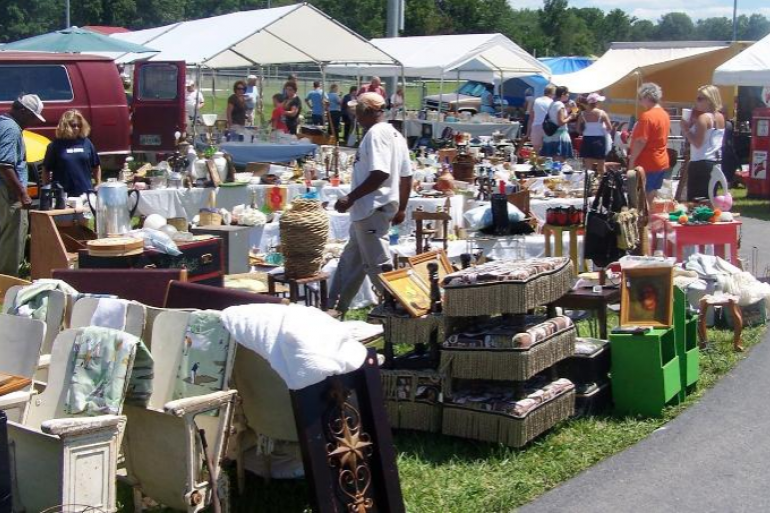 World's Longest Yard Sale Photo #0