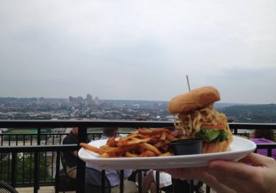 Incline Public House, burger