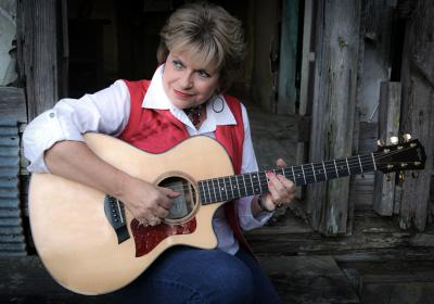 Southern-Fried Country-Flavored Blues & Bluegrass: EG Kight & Special Guest Maria Carrelli