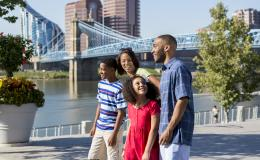 Family walking in Smale Riverfront Park (photo: CincinnatiUSA.com)