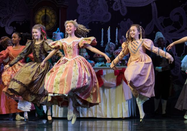 """Frisch's Presents The Nutcracker"" Cincinnati Ballet (photo: Peter Mueller)"