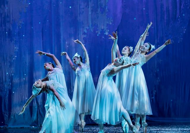 Cincinnati Ballet's The Nutcracker (photo: Peter Mueller)