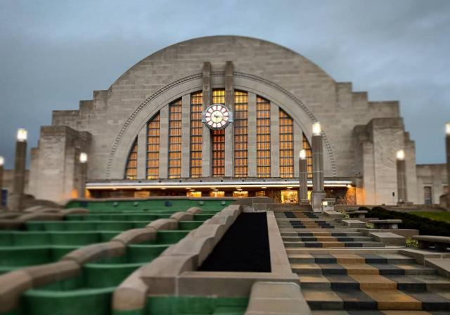 Cincinnati Museum Center at Union Terminal (photo: @nikkilioso)