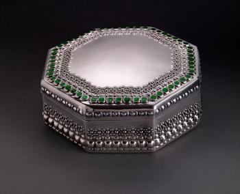 Tiffany Studios, Covered Box, about 1905, silver, transparent enamel. Photograph by John Faier. © 2013 Driehaus Museum